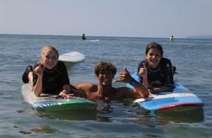girl surfers